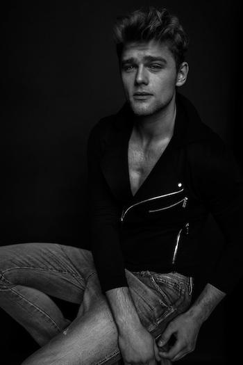 male-portrait-photograpgy-pose